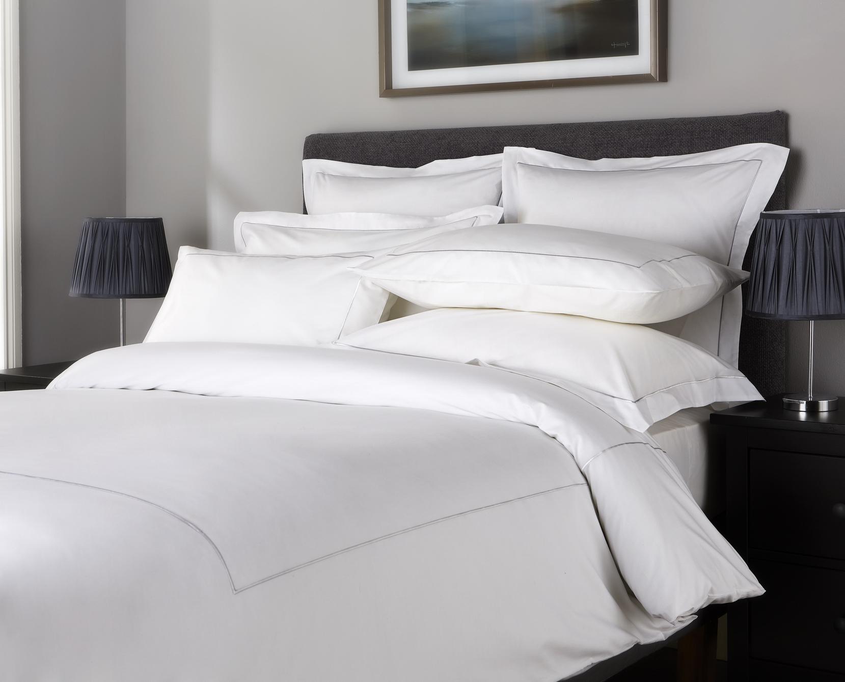Lenjerie de pat Behrens Single Row colectia Embellished Design 200x200cm 2 fete perna 50x75cm alb-gri