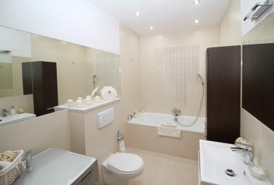 Curatarea cazii din fonta si a celorlalte obiecte sanitare - Renovarea baii si sfaturi practice pentru o mentenanta simpla si rapida!