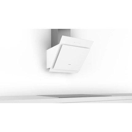 Hota decorativa Bosch DWK67CM20 Serie 4, 60cm, design inclinat, 3 trepte + Intensiv, 700 m³/h Intensiv, RimVentilation, sticla alba