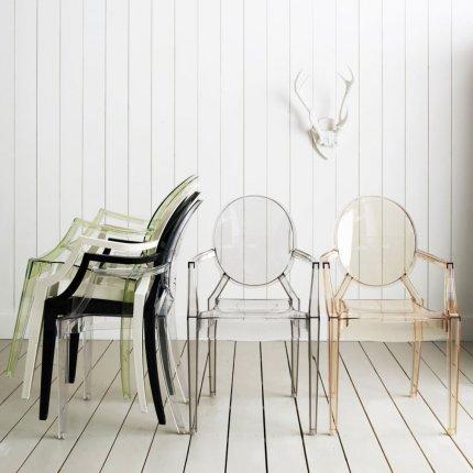 Scaun Kartell Louis Ghost design Philippe Starck, fumuriu transparent