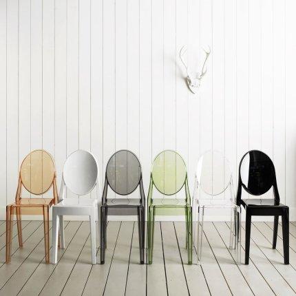 Scaun Kartell Victoria Ghost design Philippe Starck, fumuriu transparent