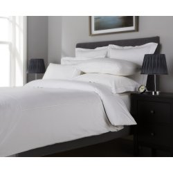Seturi lenjerii Lenjerie de pat Behrens Single Row, colectia Embellished Design, 200x200cm, 2 fete perna 50x75cm, alb