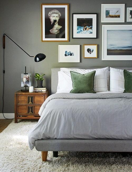 Dormitor cu tablouri