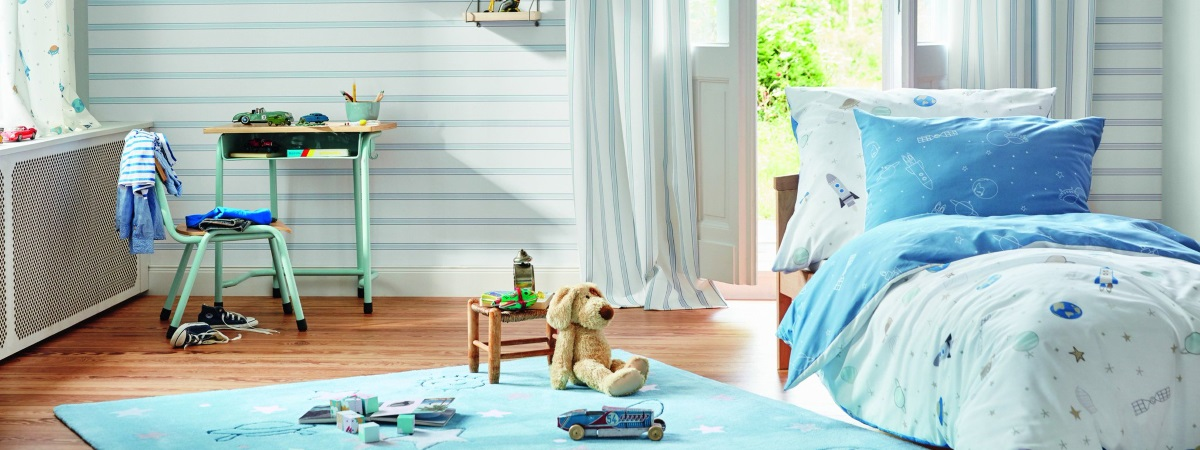 Dormitor pentru copii cu mobilier si lenjerie de pat