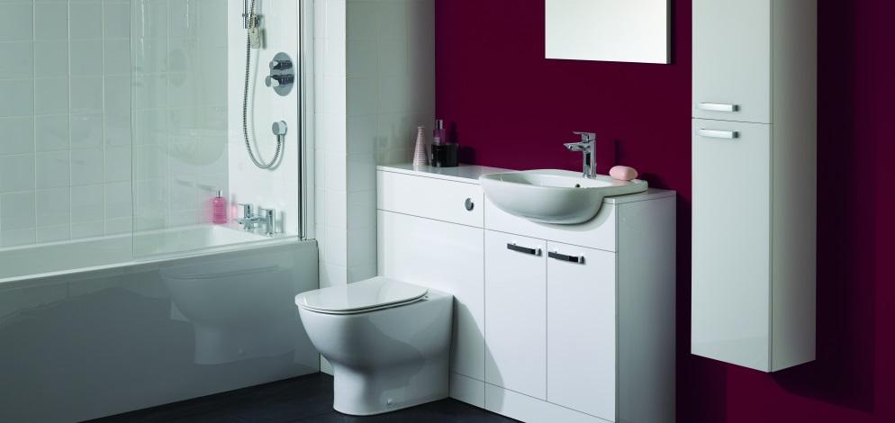 Baie cu perete de accent colorat si sanitare Ideal Standard Tesi