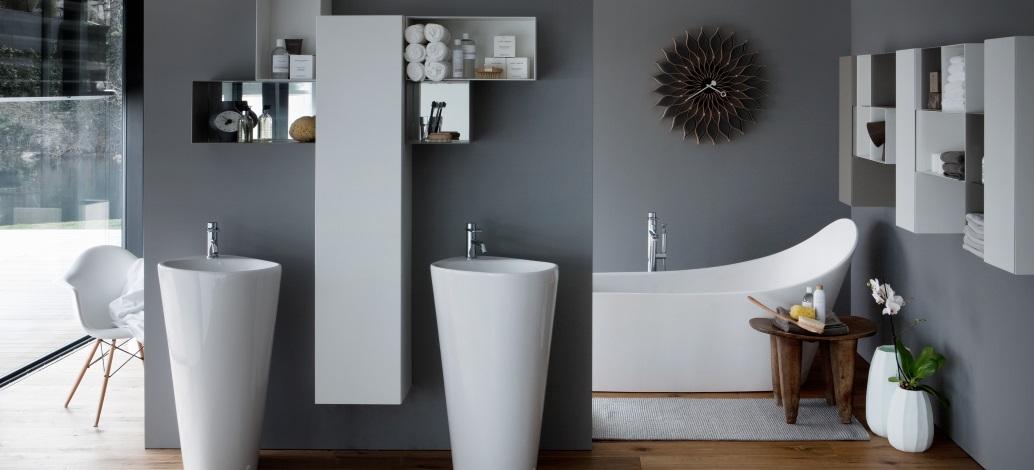 Baie de lux cu obiecte sanitare si cada compozit Laufen Palomba