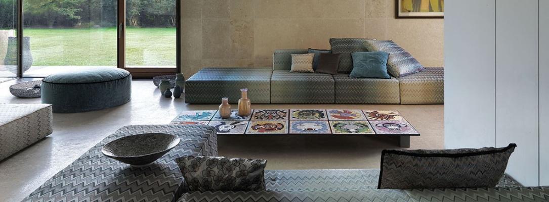 Living modern cu canapea de colt si pouf Missoni Home
