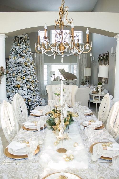 Masa eleganta de Craciun cu decor alb si auriu