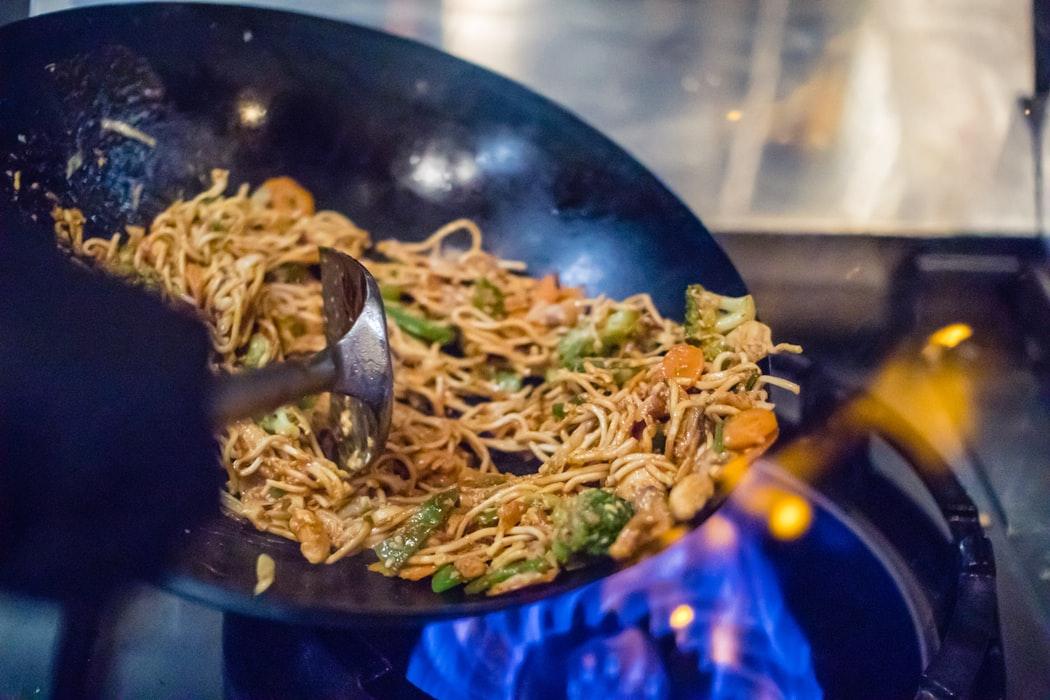 Ce este tigaia wok