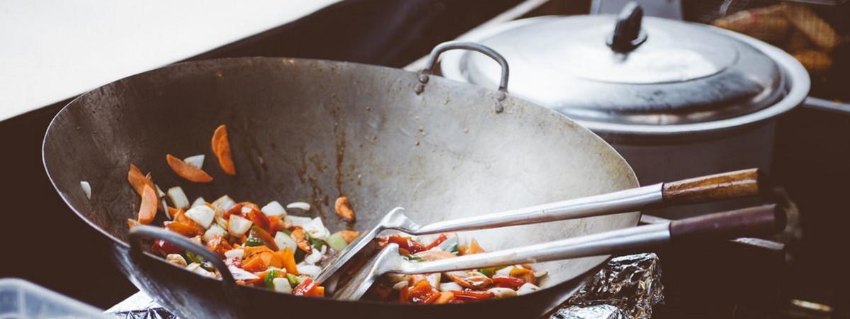 Tigaia wok - Cum să aduci bucătăria chinezească la tine acasă